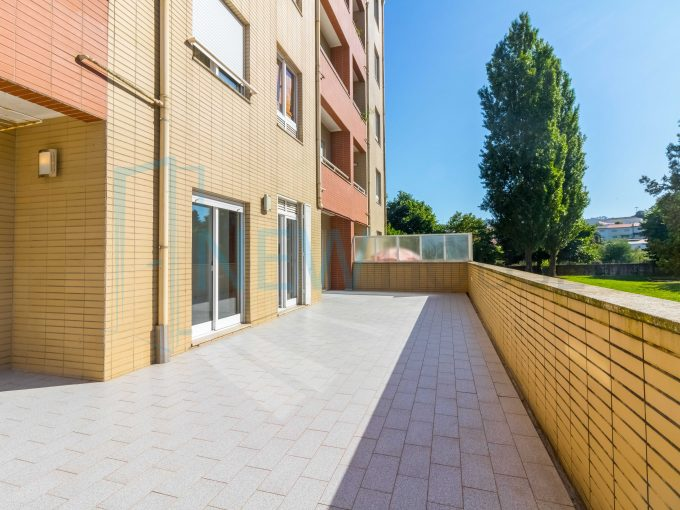 Apartamento T2 com terraço em Valongo